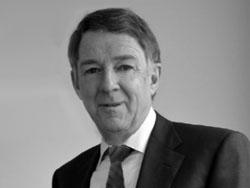 Provast-partner Van der Weide treedt terug