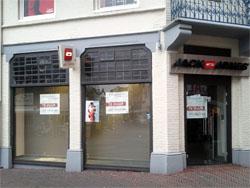 Kamp: veel winkelmeters uit markt halen