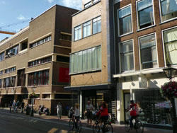 Meer geld voor wonen boven winkels Leiden