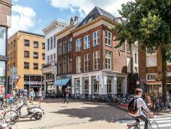 Dela koopt negen winkelpanden in Groningen