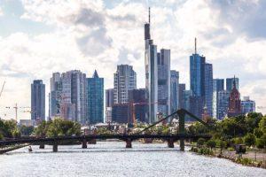 'Veertien internationale banken naar Frankfurt'