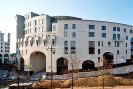 Aannemer legt bouw hotel Maankwartier stil