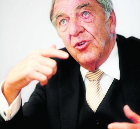Bouwondernemer Dik Wessels (71) overleden