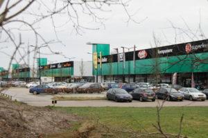 Drie winkels huren langjarig in Hof van Hoorn