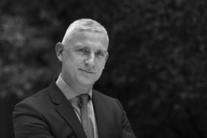 P. van den Bosch start retail-praktijk